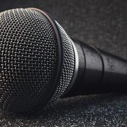 Cómo modelar un micrófono en Cinema 4D
